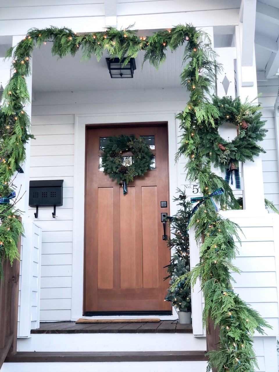 entertaining at home :: A Very Valley Holiday! Dressing Your Wreaths